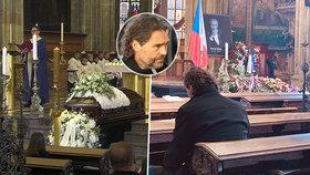 Nejdojemnější foto z pohřbu Karla Gotta (†80): Jágr zůstal po obřadu sám v katedrále!