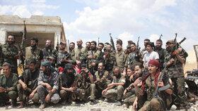 Vojáci věrní Asadovi.
