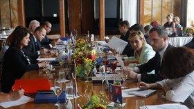 Zasedání Asociace krajů červen 2019 - včele s předsedkyní rady Janou Mračkovou Vildumetzovou