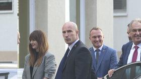 Miloš Zeman nastoupil 17.10.2019 znovu do nemocnice. Na čtyři dny. Doprovodila ho dcera Kateřina