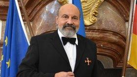 Halík na německé ambasádě převzal státní vyznamenání. (21. 10. 2019)
