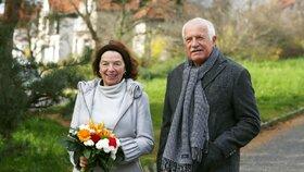 Livie Klausová si o svých 70. narozeninách vyšla s rodinou na procházku. Elán jí stále nechybí