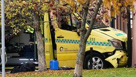 Muž v Norsku najížděl sanitkou do lidí, (22.10.2018).