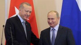Erdogan po jednání s Putinem dal Kurdům dalších 150 hodin na to, aby se stáhli z 30 kilometrů široké zóny u hranic s Tureckem (22. 10. 2019)