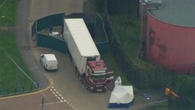 Policie našla na jihovýchodě Anglie v kamionu 39 mrtvých