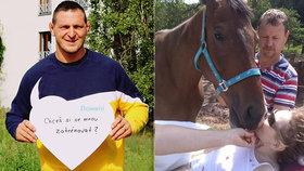Jezdkyně Iva skončila po pádu z koně ochrnutá. Vybírat peníze na léčbu jí pomáhá judista Lukáš Krpálek.