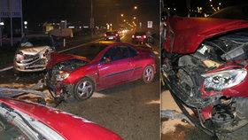 Řidič nedodržel bezpečnou vzdálenost a naboural auto před sebou. Jeho vůz měl další nehodu při odtahu