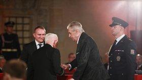 Prezident Miloš Zeman udělil Řád Bílého lva Emilu Bočkovi (28. 10. 2019).
