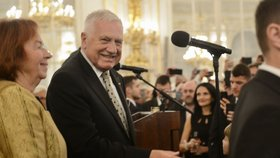 Recepce po udílení státních vyznamenání 2019: Václav Klaus s manželkou Livií