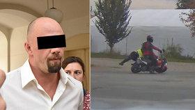 Soud v Šumperku uložil motorkáři za sražení policistky 2,5 roku