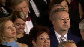 Ministr Richard Brabec (ANO) seděl během předávání státních vyznamenání vedle novomanželky vládního kolegy Adama Vojtěcha Olgy.