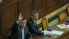 Schůze Sněmovny: Zleva Jan Hamáček (ČSSD) a Andrej Babiš (ANO; 6. 11. 2019)