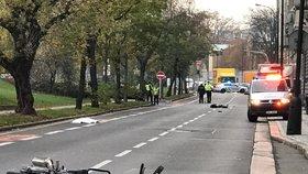 Nehoda na Smíchově: Zemřela žena a pes, zranil se motorkář, 8. listopadu 2019
