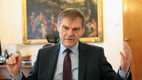 Bývalý velvyslanec v Berlíně Rudolf Jindrák při rozhovoru pro Blesk.