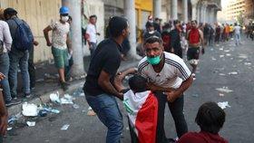 Čtyři mrtvé a přes 100 zraněných si vyžádaly sobotní střety iráckých bezpečnostních složek s protivládními demonstranty v Bagdádu.