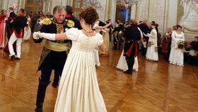 Ruský napoleonský historik Oleg Sokolov před bitvou tří císařů na plese vzámku ve Slavkově u Brna.