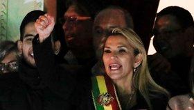 Bolívie má dočasnou prezidentku, USA ze země stahují zaměstnance