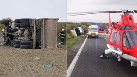 Autobus plný školáků se srazil s kamionem: Nejméně 12 mrtvých a mnoho zraněných!