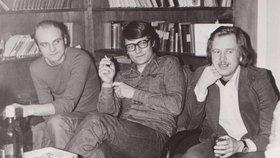 Ilegální filozofické semináře tzv. podzemní univerzity v bytě Tominových před rokem 1989. Zleva Jan Ruml, organizátor Julius Tomin a Václav Havel.