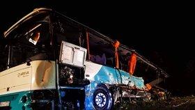 Tragická dopravní nehoda u slovenské Nitry: Autobus se srazil s náklaďákem.