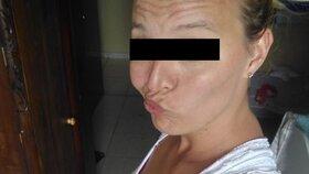 Lucie T. (33) zadržená v Brazílii se v domácím vězení asi nudí. Čas proto tráví na Facebooku.