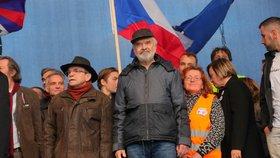 Osobnosti na pódiu během demonstrace na Letenské pláni spojené s 30. výročím sametové revoluce (16. 11. 2019)
