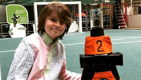 Laurent Simons (9) miluje roboty.