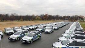 Ministr vnitra Jan Hamáček (ČSSD) na Letenské pláni předl 80 nových aut policii