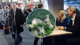 Prezident jel vlakem na hrad. Van der Bellen s Čaputovou cestují MHD pravidelně.