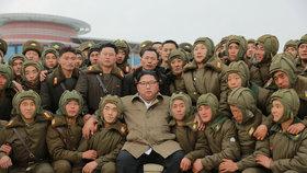 Diktátor KLDR Kim Čong-un provedl inspekci na vojenské základně.