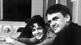 Spisovatel Milan Kundera s manželkou Věrou