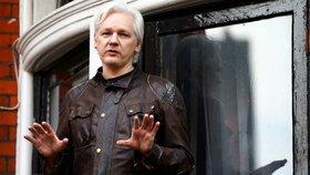 Assange žil od roku 2012 na ekvádorské ambasádě, v dubnu 2019 byl zatčen