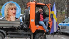 Na snahu Pavla Novotného postavit v Řeporyjích pomník vlasovcům reagovala i blonďatá mluvčí ruského ministerstva zahraničí Marija Zacharovová.