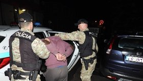 Policie otce zatkla.