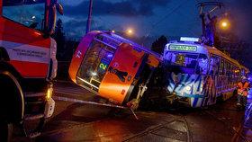 V Liberci se srazily dvě tramvaje, jedna skončila na boku. Nehoda se obešla bez zranění.