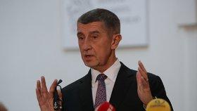 Premiér Andrej Babiš (ANO) ve Sněmovně na tiskové konferenci, kde se vyjadřuje k rozhodnutí státního zástupce o kauze Čapí hnízdo (4. 12. 2019)