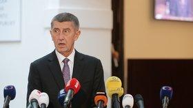 Premiér Andrej Babiš (ANO) ve Sněmovně na tiskové konferenci, kde se vyjadřuje k rozhodnutí státního zástupce o kauze Čapí hnízdě (4.12.2019)