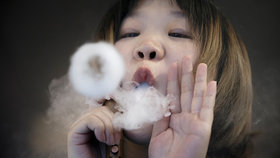 Američanka (49) kvůli vapování trpí plicními problémy. Podle lékařů má plíce lidí z továren, kteří desetiletí vdechovali jedovaté výpary, (ilustrační foto).