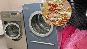 Při jemném praní prádla se do přírody uvolňuje velké množství mikroplastů, říká studie.