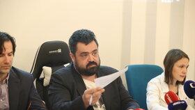 Pavel Novotný (ODS) hájil na zastupitelstvu v Řeporyjích pomník, který by uctil padlé vlasovce za Pražského povstání. (10.12.2019)
