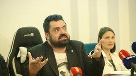Pavel Novotný (ODS) hájil na zastupitelstvu v Řeporyjích pomník, který by uctil padlé vlasovce za pražského povstání (10.12.2019)