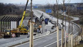 Dostavba takzvané prodloužené Rudné, části důležité silnice I/11, která má zrychlit dopravu mezi Ostravou a Opavou a ulevit Porubě, skončila.
