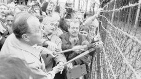 Pád železné opony, 23. prosince 1989