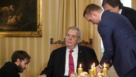 Přípravy na tradiční Vánoční poselství prezidenta Miloše Zemana. (26. 12. 2019)