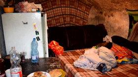 Rodiče s dětmi žili v příšerných podmínkách. Malého Martínka podle policie týrali
