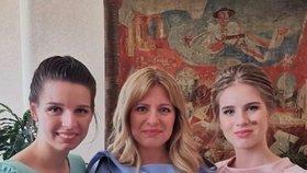 Slovenská prezidentka Zuzana Čaputová na Silvestra 2019 sdílela foto se svými dcerami Emmou a Leou