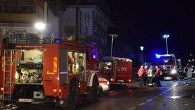 Šest mrtvých si vyžádala nehoda na severu Itálie, kde auto vlétlo do skupiny turistů. Na místě zasahovalo 160 záchranářů.