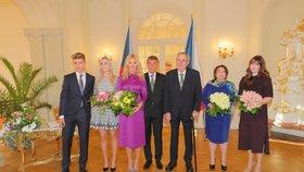 Na novoroční oběd prezidenta Miloše Zemana a premiéra Anreje Babiše s manželkami byly letos vůbec poprvé pozvané i děti obou státníků.