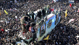 Pohřeb generála Solejmáního v íránském Kermanu (7.1.2020)