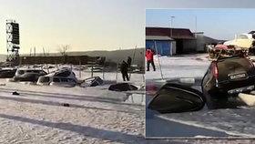 Rybaření pod ledem skončilo katastrofou: Led začal roztávat a 45 aut skončilo ve vodě!